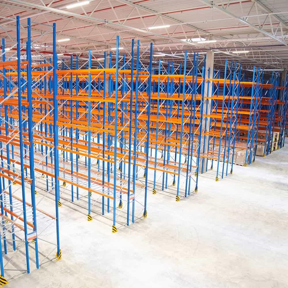Blick in das Innere eines frisch von B+S erschlossenen und gebauten Logistikstandorts. | View into the interior of a logistics facility that has just been developed and constructed by B+S.