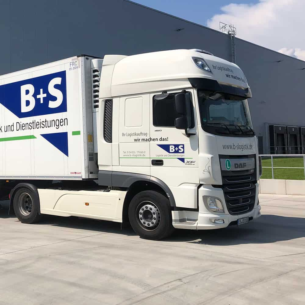 Sicher und schnell ans Ziel: Mit eigenem Fuhrpark bietet B+S beste Qualität für Aktionswaren. | Quickly and safely to the destination: With its own fleet of vehicles, B+S offers the best quality for promotional goods.