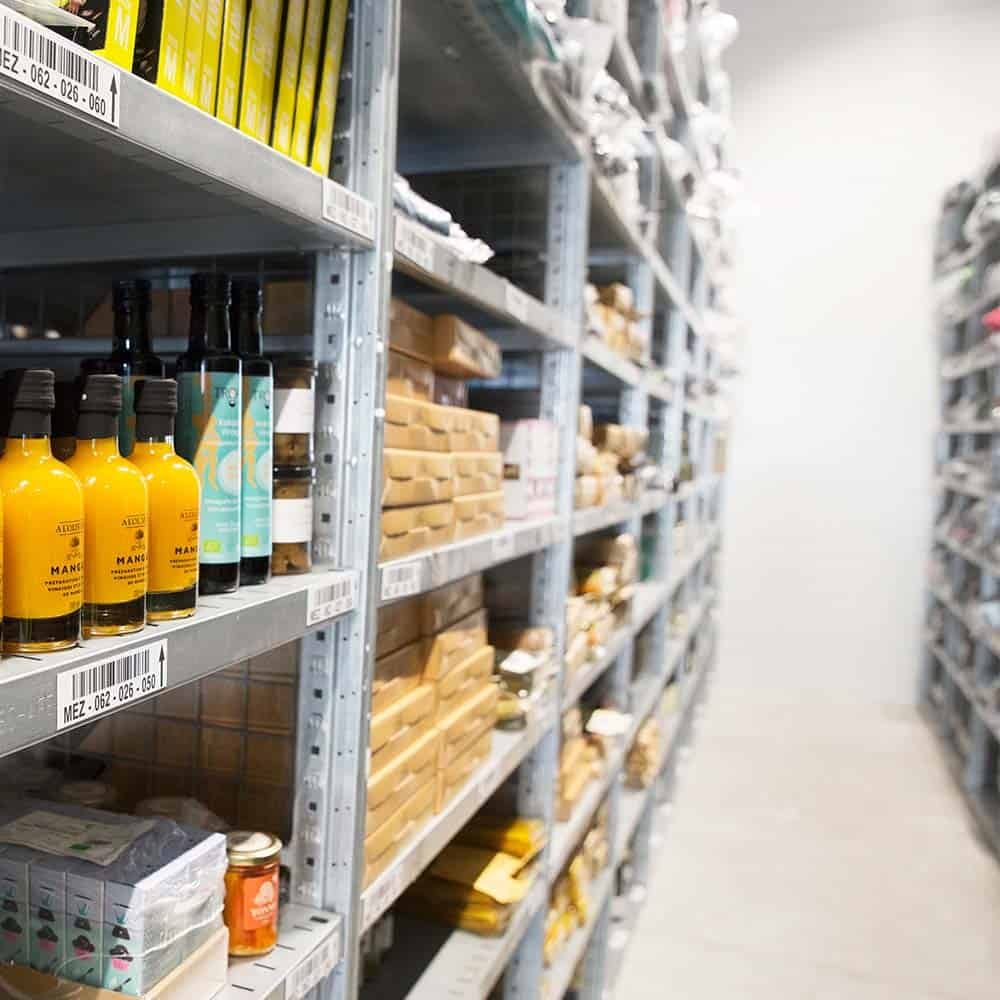 B+S sorgt für gefüllte Regale - E-Commerce Fulfillment auch für Food-Produkte. | B+S ensures that shelves stay filled – e-commerce fulfilment, also for food products.