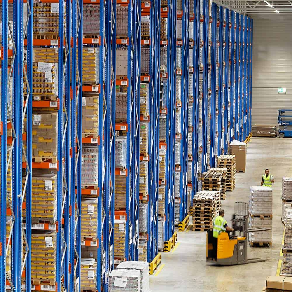 Ordnung im Lager: B+S steht für verlässliche Kontrakt-, Lager- und Aktionswarenlogistik. | An orderly warehouse: B+S is synonymous with reliable contract logistics as well as warehouse and promotional goods logistics.