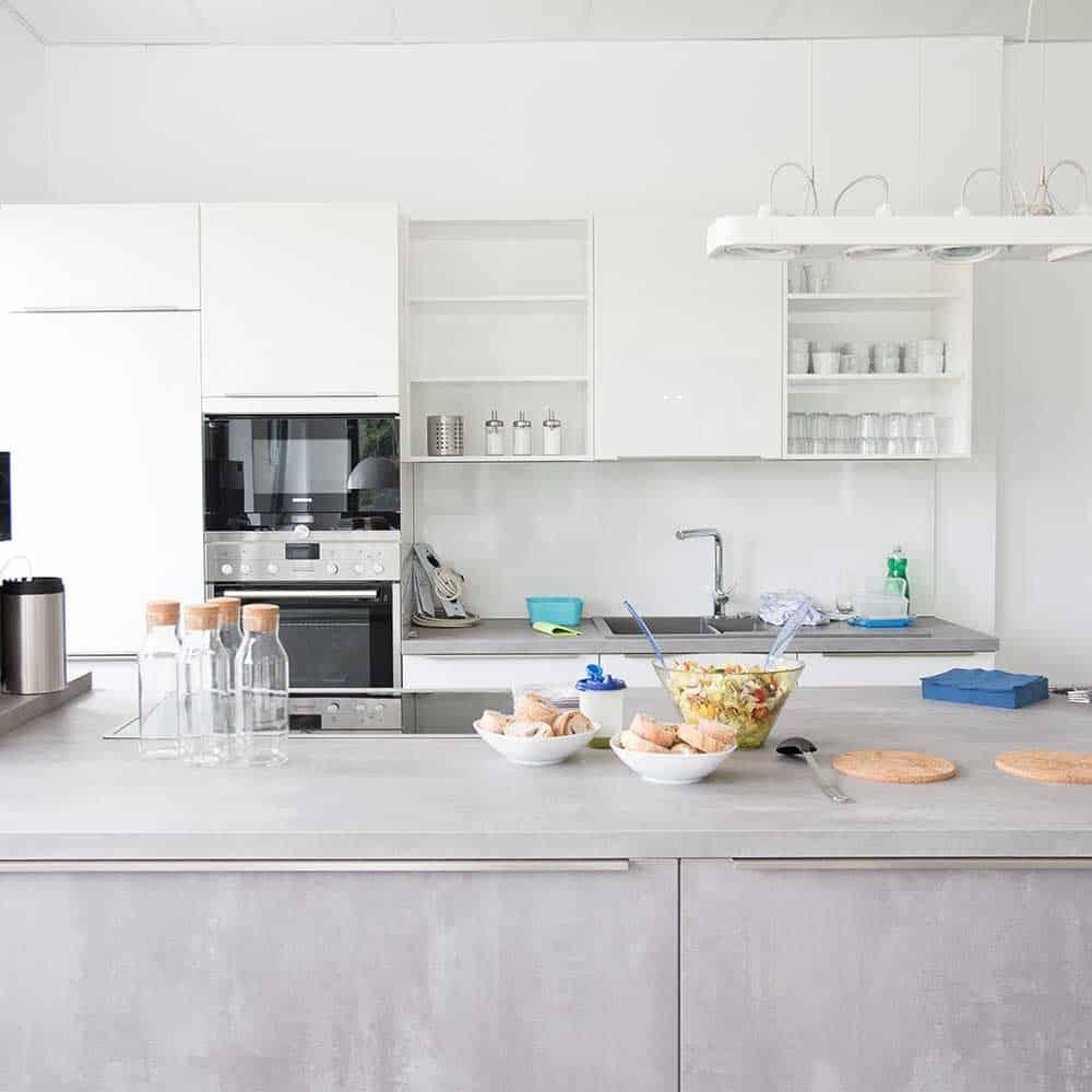 Moderne Räume für das Team: die Küche am Standort Borgholzhausen. | Modern rooms for the team: the kitchen at the Borgholzhausen facility.