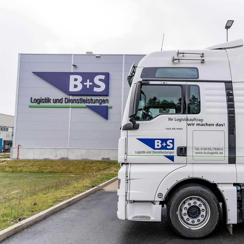 Immer für Kunden bereit: Der Fuhrpark von B+S mit qualifizierten Fahrern. | Always ready for customers: the B+S fleet with qualified drivers.