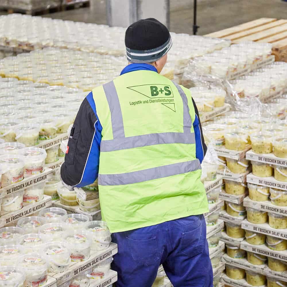 Besonders für sensible Produkte wie Lebensmittel oder Pharmazeutika hat B+S die passende Logistiklösung.   B+S has the right logistics solution, especially for sensitive products such as foodstuffs and pharmaceutical goods.