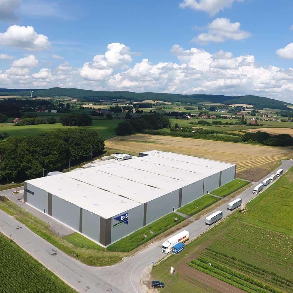 Modernste Logistikanlage von oben: B+S in Borgholzhausen. | The ultramodern logistics facility from above: B+S in Borgholzhausen.