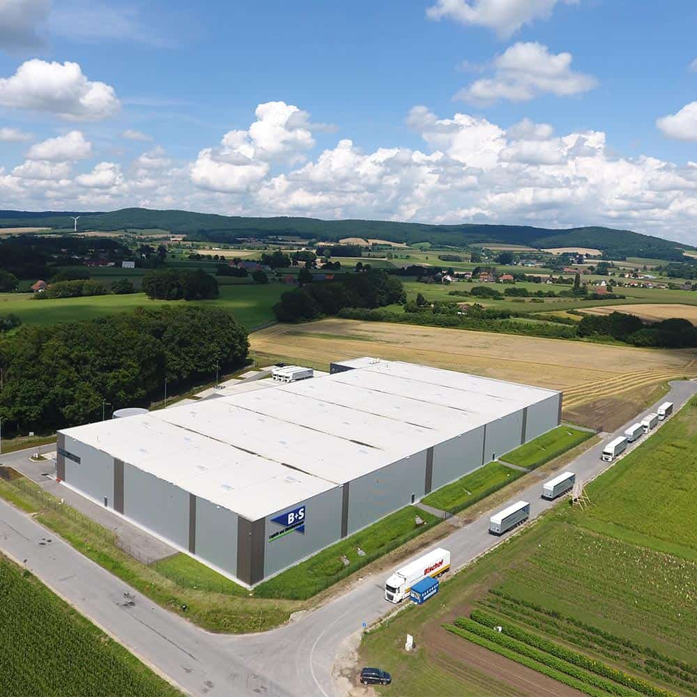 Modernste Logistikanlage von oben: B+S in Borgholzhausen. | The ultramodern logistics facility from above: B+S in Borgholzhausen.