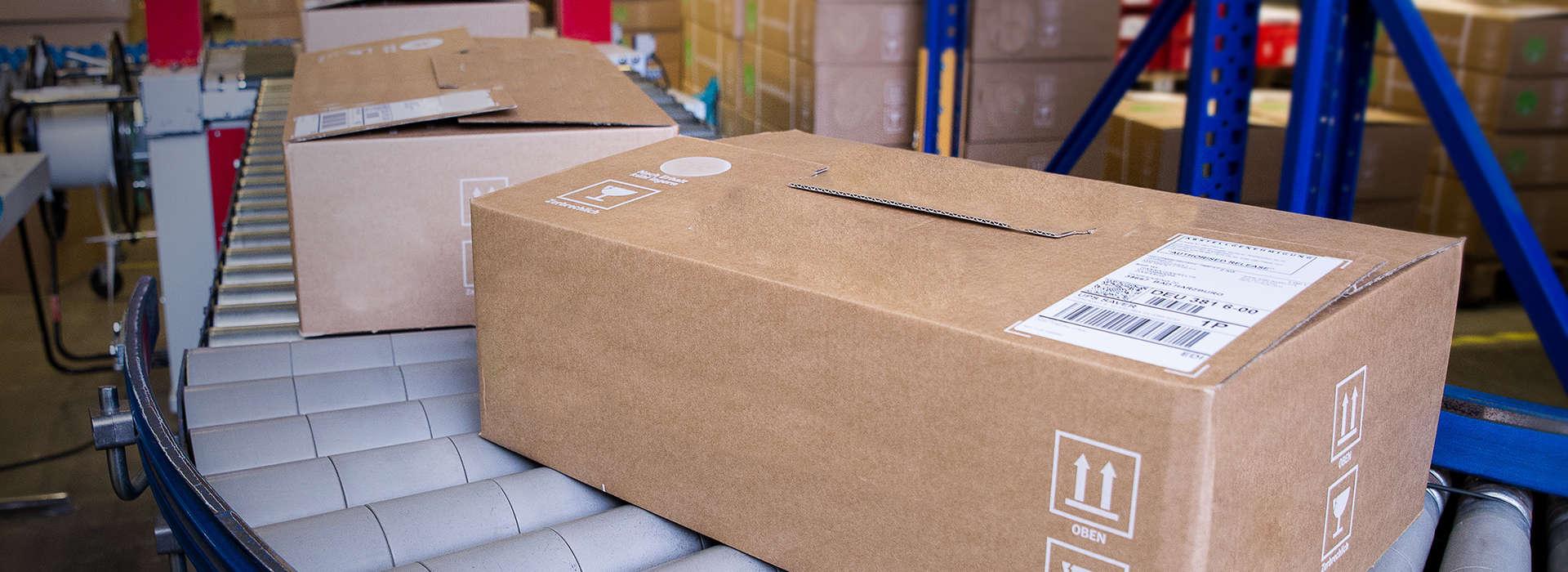 Paketbeförderung - Die Ware geht schnell und zuverlässig aus dem Lager.