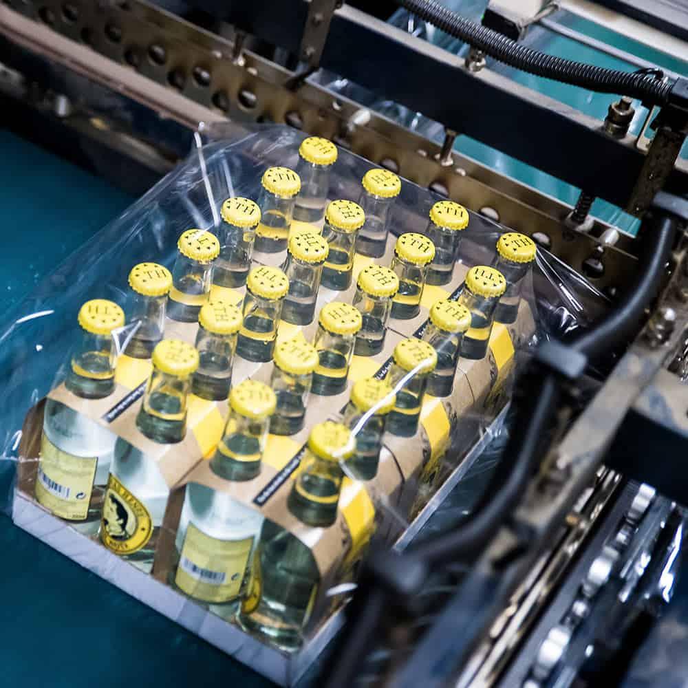 Gut verpackt kommen Ihre Waren sicher ans Ziel. | With your goods well packed, they arrive safely at their destination.