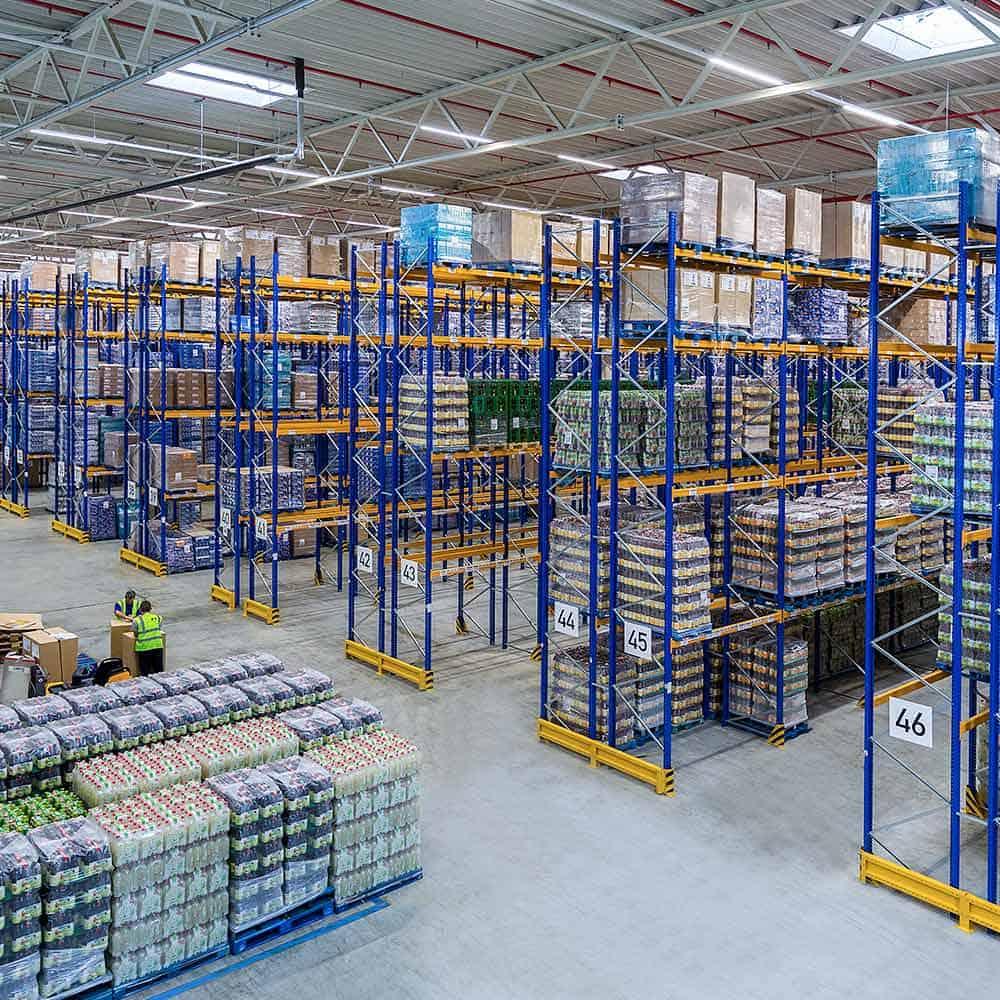 Blick in die Hochregallager von B+S. | View of the high-bay warehouse at B+S.