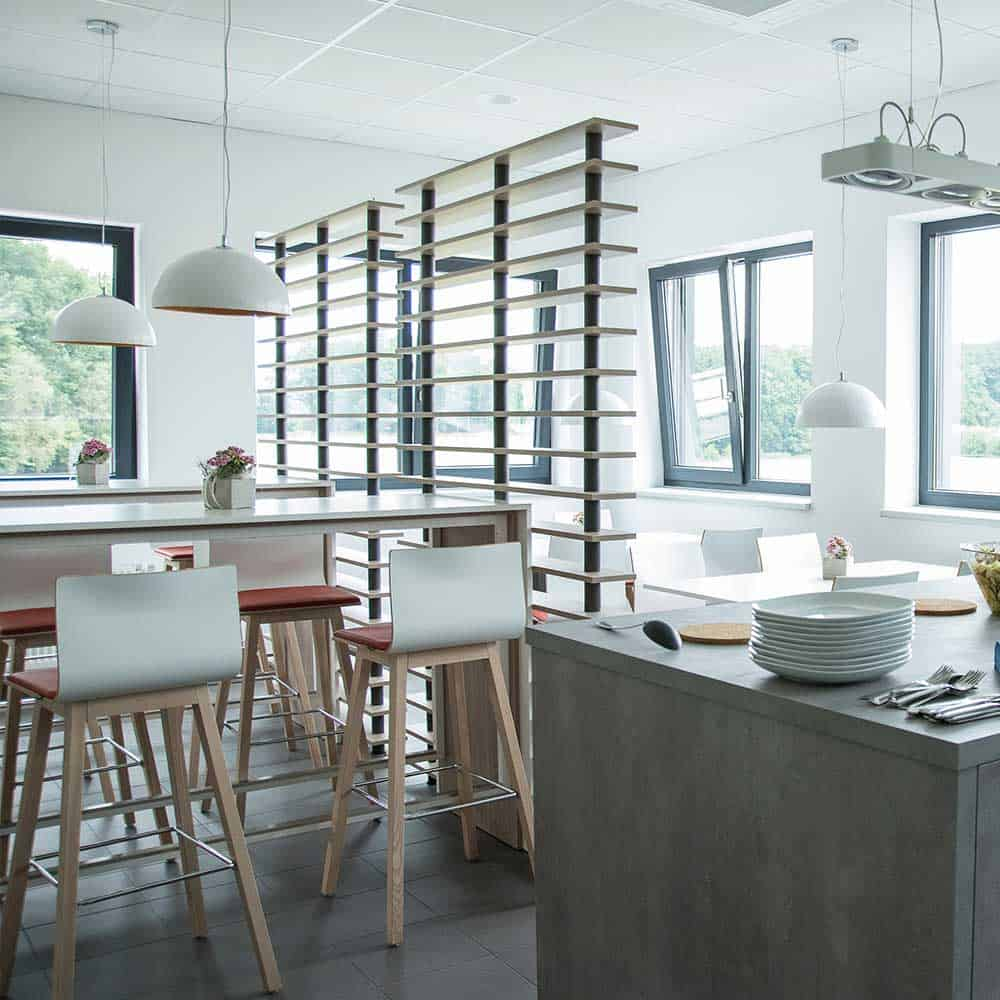 Moderne Arbeitsatmosphäre im Pausenraum Borgholzhausen.
