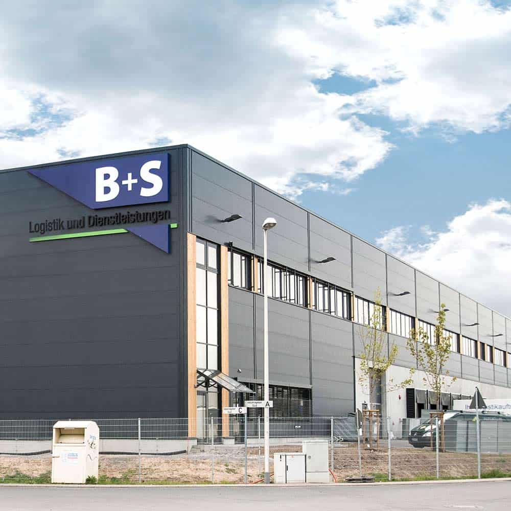 In Alzenau bietet B+S 83.000 Quadratmeter modernste Logistik-Fläche. | In Alzenau, B+S offers 83,000 square metres of state-of-the-art logistics space.