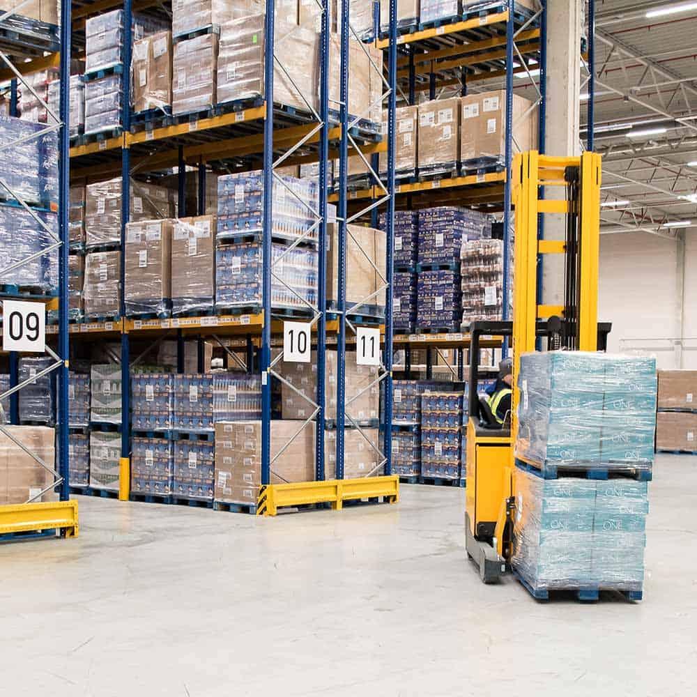 Einlagerung, Auslagerung, Verbringung - B+S kümmert sich um Waren aller Art.   Putaway, retrieval and shipment – B+S takes care of all kinds of goods.