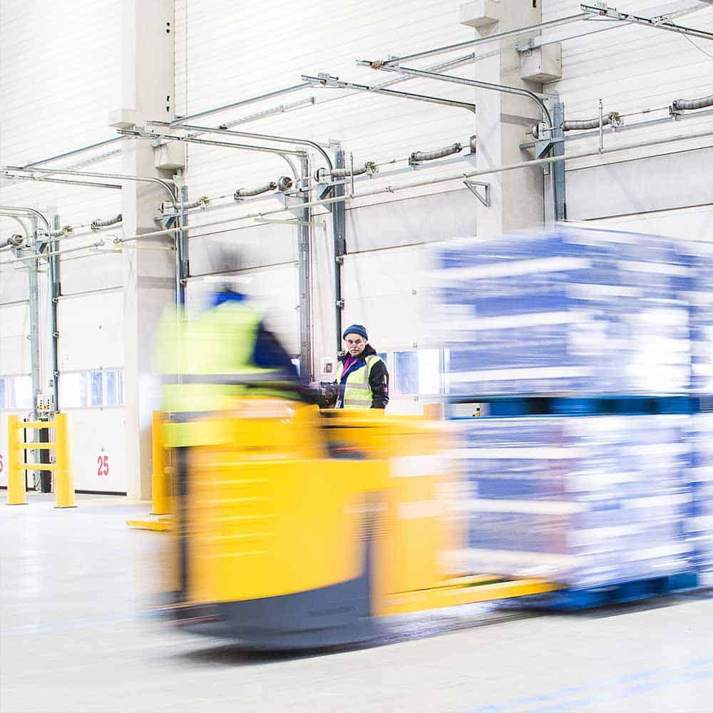 Effektive Verladeprozesse für schnelle Lieferung. Daran glaubt B+S.   Effective loading processes ensure fast deliveries. B+S believes in this.