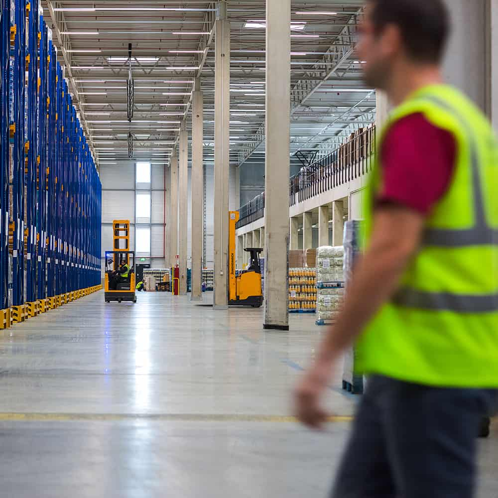 Moderne Lager von B+S - elf mal in ganz Deutschland. | B+S has modern warehouses at 11 locations throughout Germany.