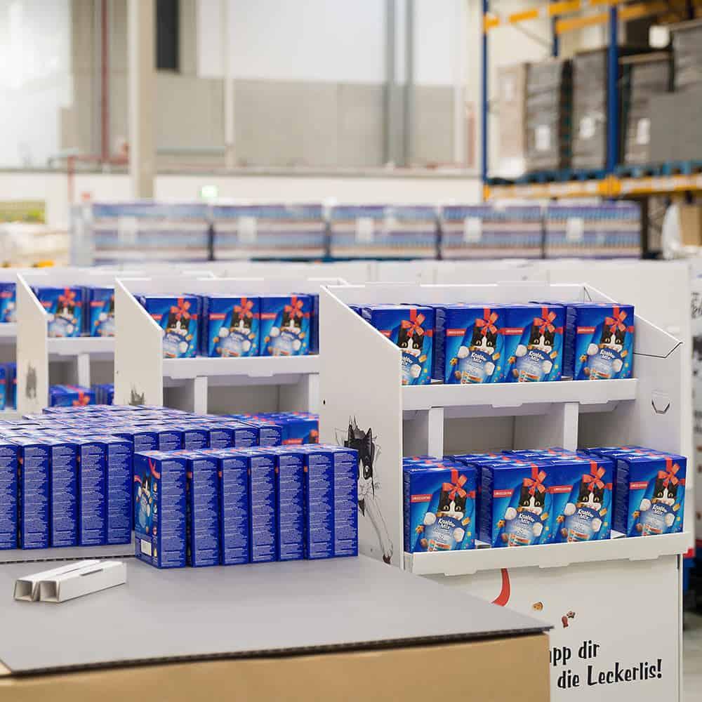 Fertige Displays im Lager von B+S - bereit für den Verkauf. | Finished displays in the B+S warehouse – ready for sale.