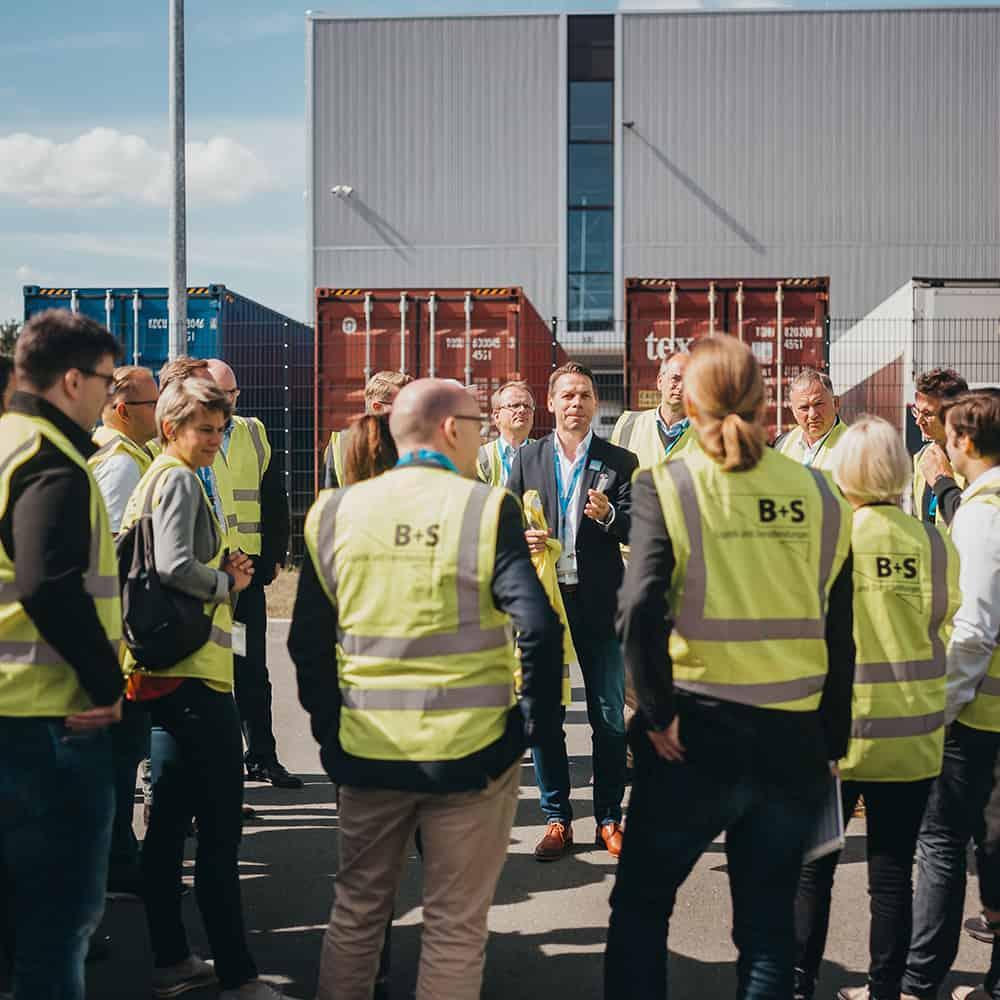 Bei den Lagerrundgängen bekamen die Besucher einen Blick hinter die Kulissen. | Visitors were able to take a look behind the scenes during the warehouse tours.