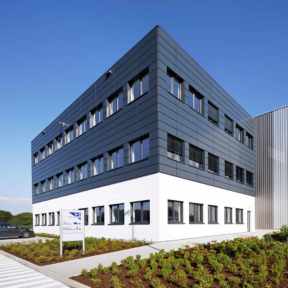 Die B+S GmbH Logistik und Dienstleistungen hat ihren Hauptsitz im ostwestfälischen Borgholzhausen. | B+S GmbH Logistik und Dienstleistungen has its headquarters in Borgholzhausen, East Westphalia, Germany.