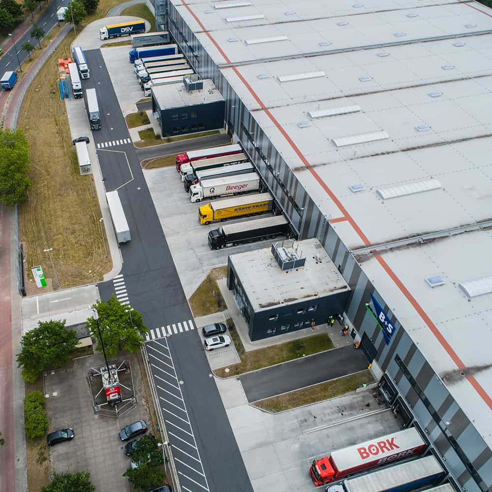 Modernste Logistikanlage von oben: B+S in Bremen. | The ultramodern logistics facility from above: B+S in Bremen. ©Goodman