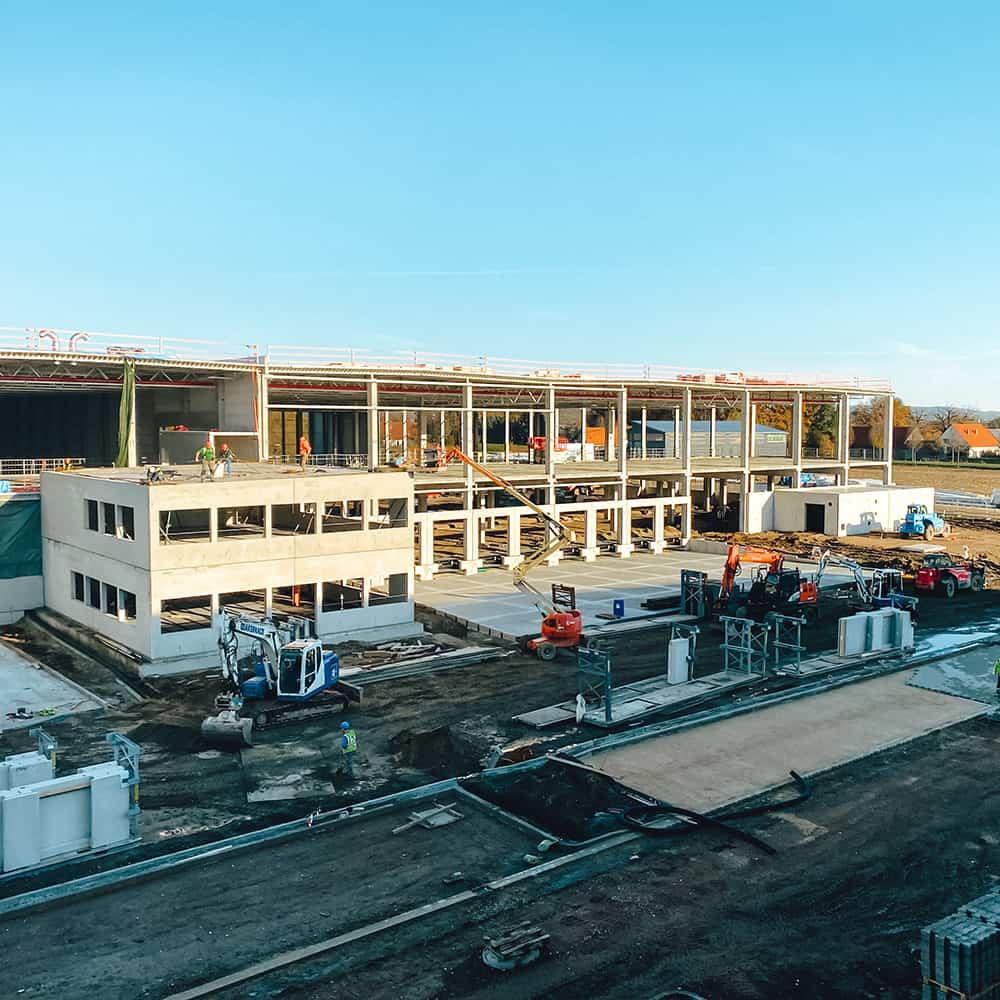 B+S baut für seine Kunden neue Standorte.   B+S builds new facilities for its customers.