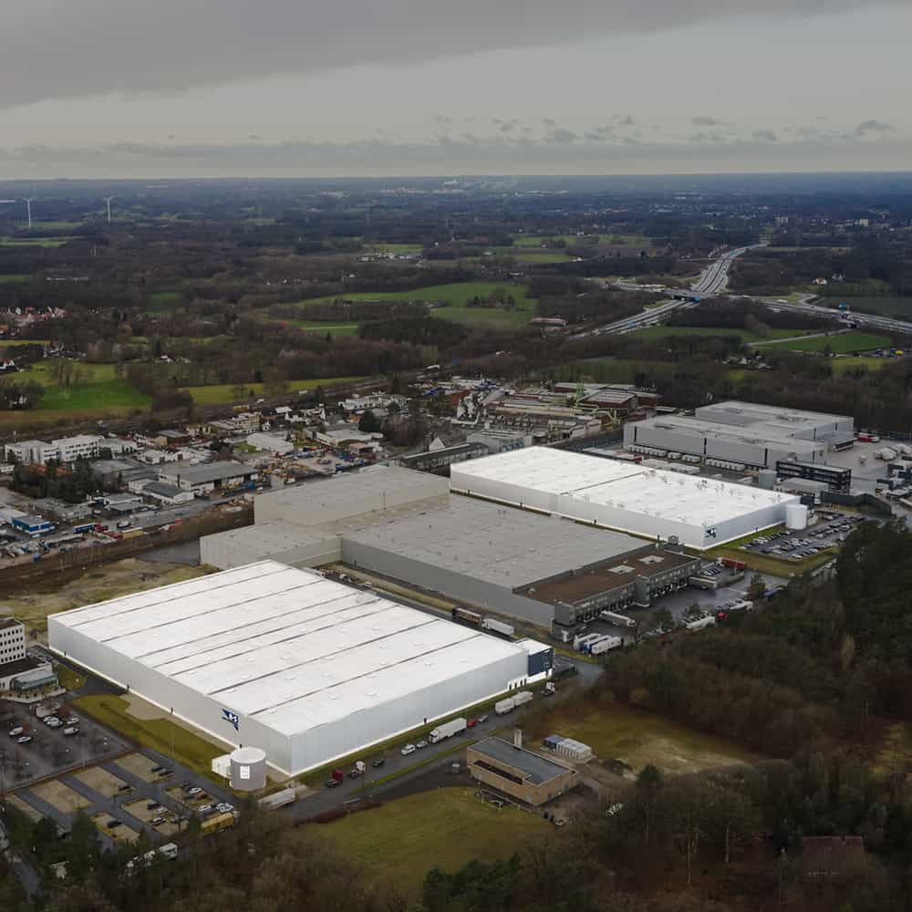 Auf einer Gesamtlogistikfläche von 53.000 m² alles unter zwei Dächern: Von Lagerhaltung bis E-Commerce-Fulfillment von B+S. | Everything under two roofs on a total logistics area of 53,000 sqm: from warehousing to e-commerce fulfillment from B+S.