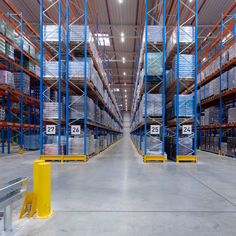 Für jedes Produkt die geeignete Fläche: im Regal-, Block- und Kommissionierlager von B+S. | The right area for every product: in the B+S rack, block and order picking warehouse.